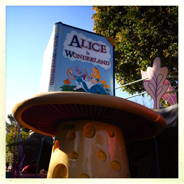 Alice In Wonderland Attraction by 2 Miss Mouses