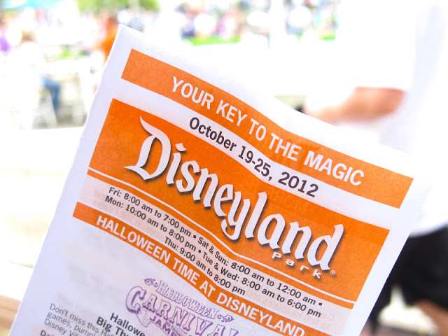 Your Key to the Magic Disneyland Brochure by 2 Miss Mouses