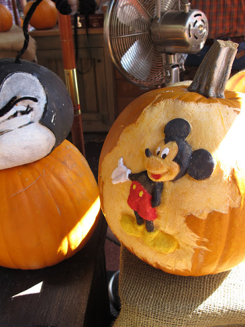 Mickey Mouse Pumpkin by 2 Miss Mouses